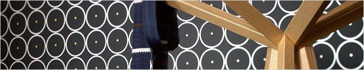 Papel pintado con puntos y círculos